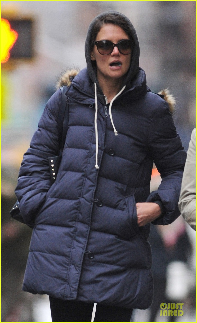 katie holmes bundled up in nyc after miami vacation 023024239