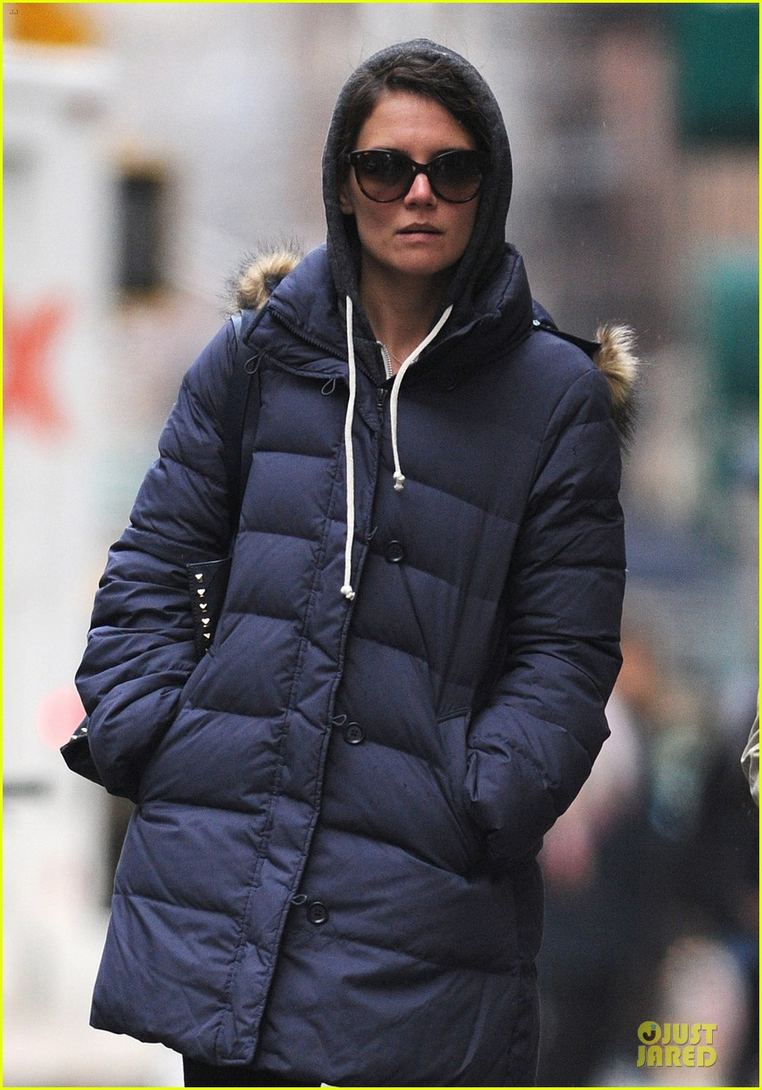 katie holmes bundled up in nyc after miami vacation 04