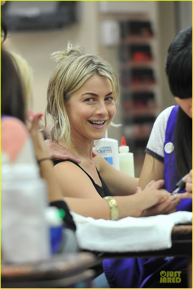 julianne hough flashes toned tummy in new year 023022328