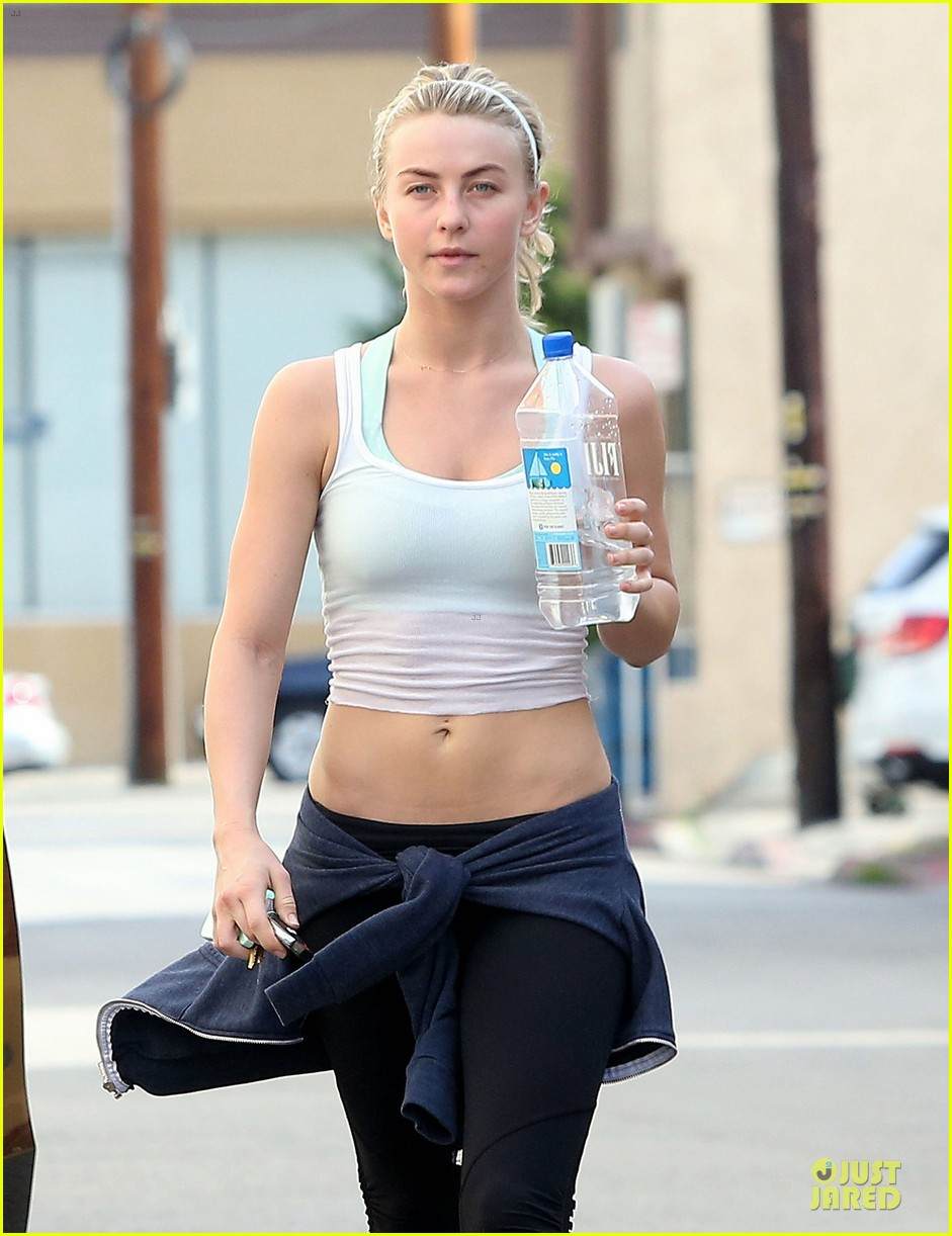 julianne hough flashes toned tummy in new year 043022330