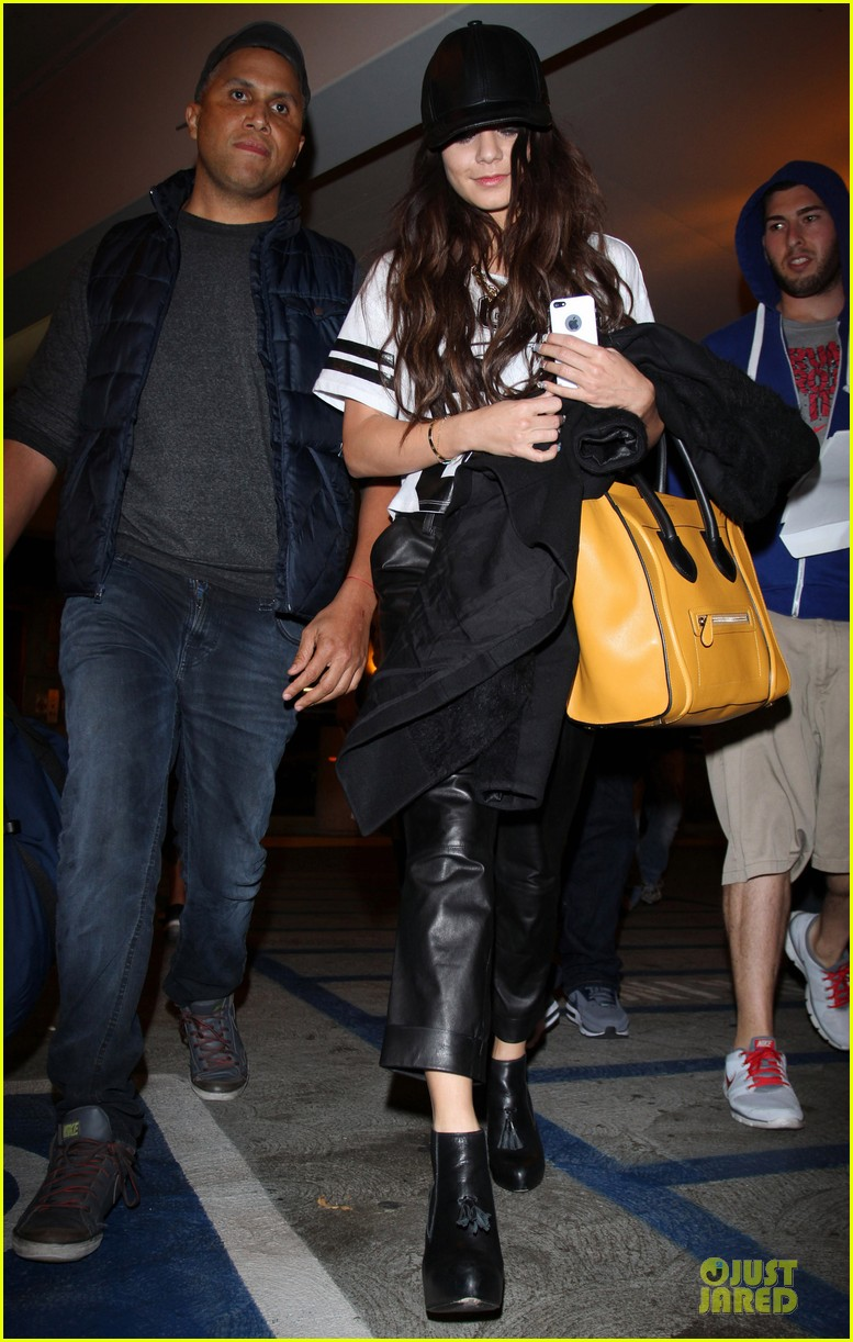 vanessa hudgens lax arrival after atlanta cnn stop 033027698