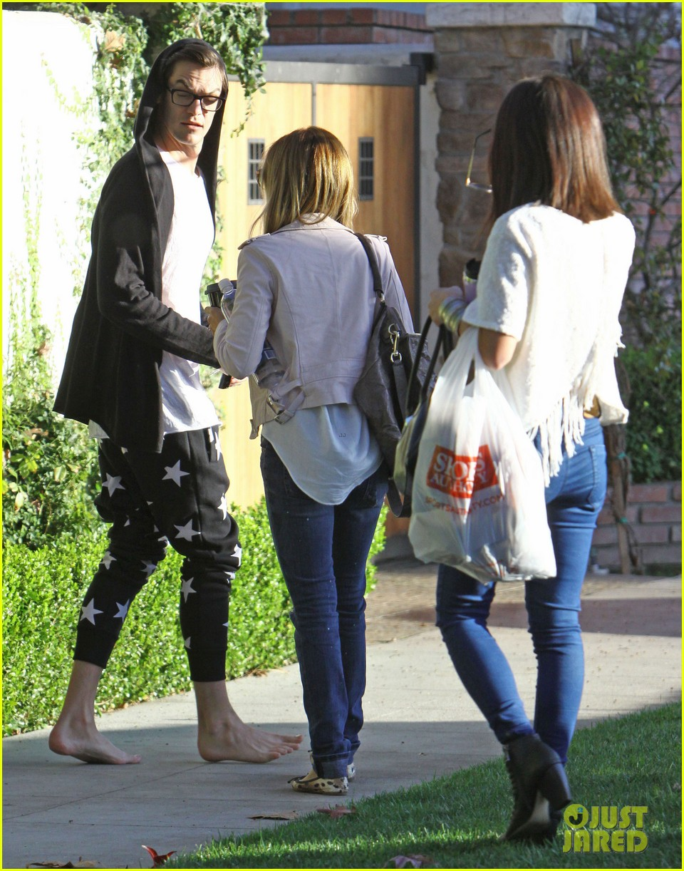 vanessa hudgens hangs out at ashley tisdales home 053040297