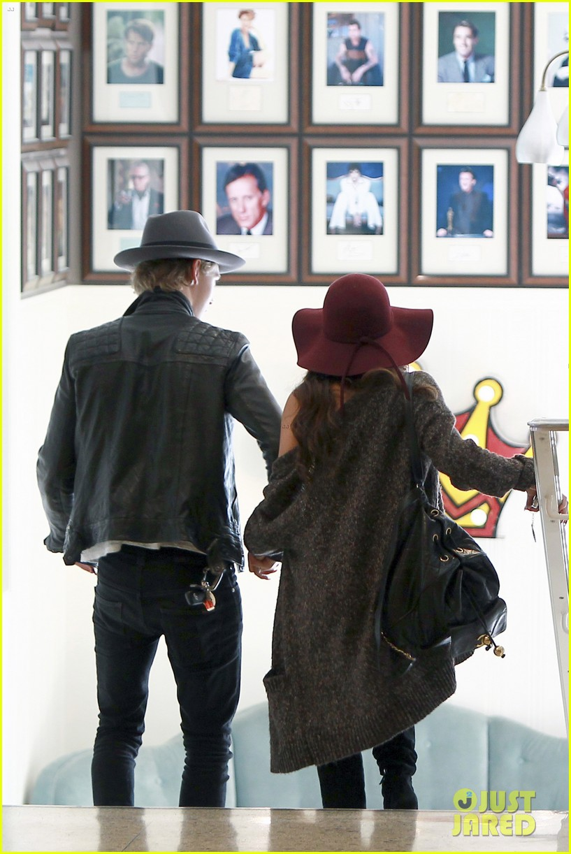 vanessa hudgens hangs with austin butler before leno taping 123032288