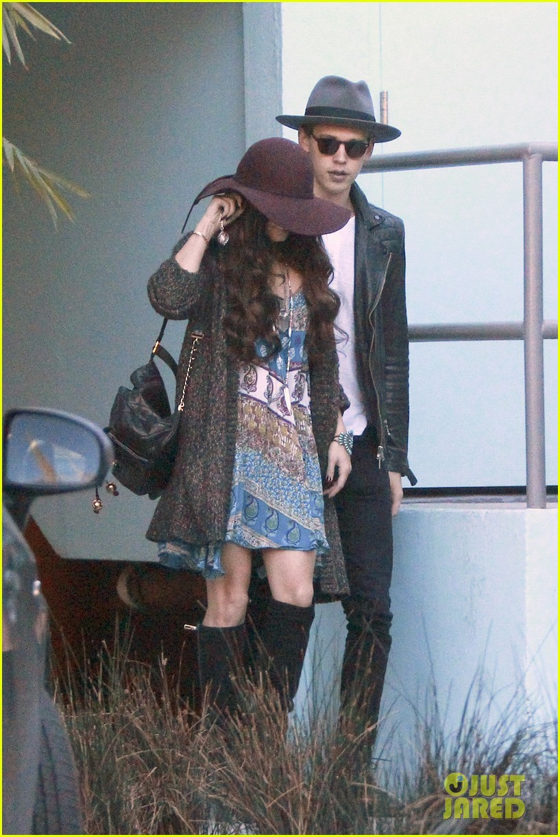vanessa hudgens hangs with austin butler before leno taping 183032294
