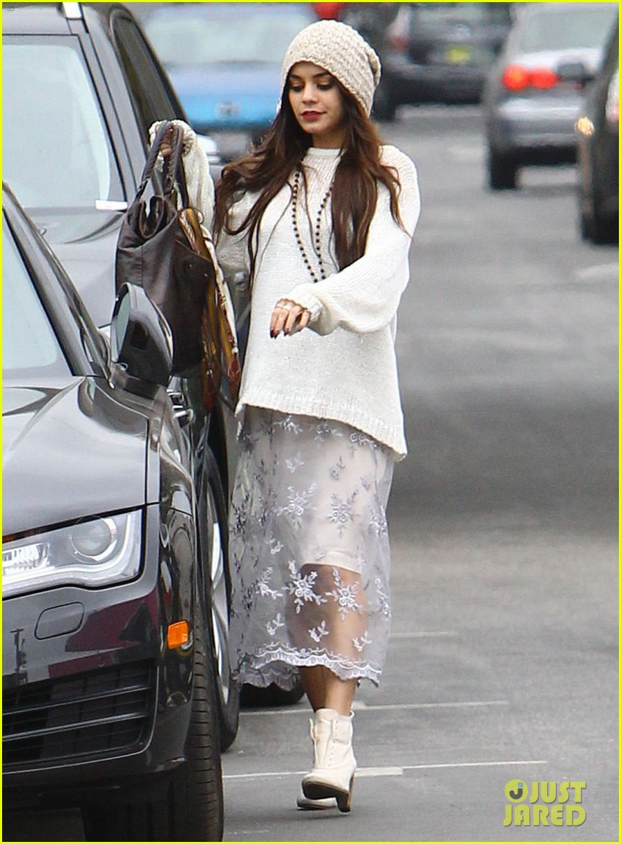 vanessa hudgens channels yoko ono in boho sunglasses 053044602