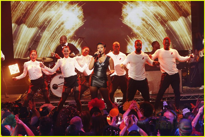 jennifer hudson belts it out for new years eve 2014 video 083020870