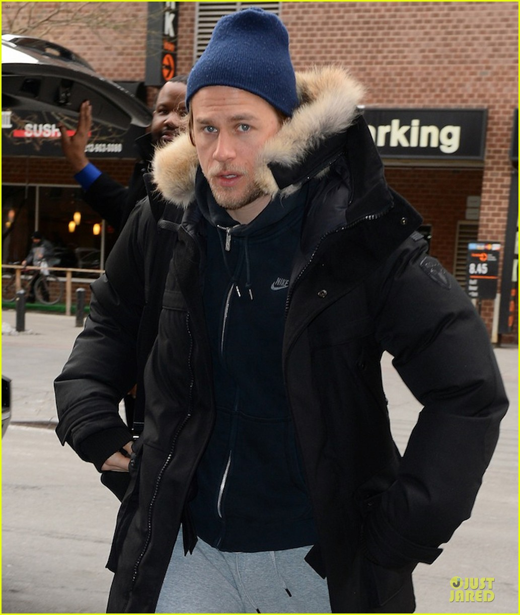 charlie hunnam braves the cold in new york city 043043117