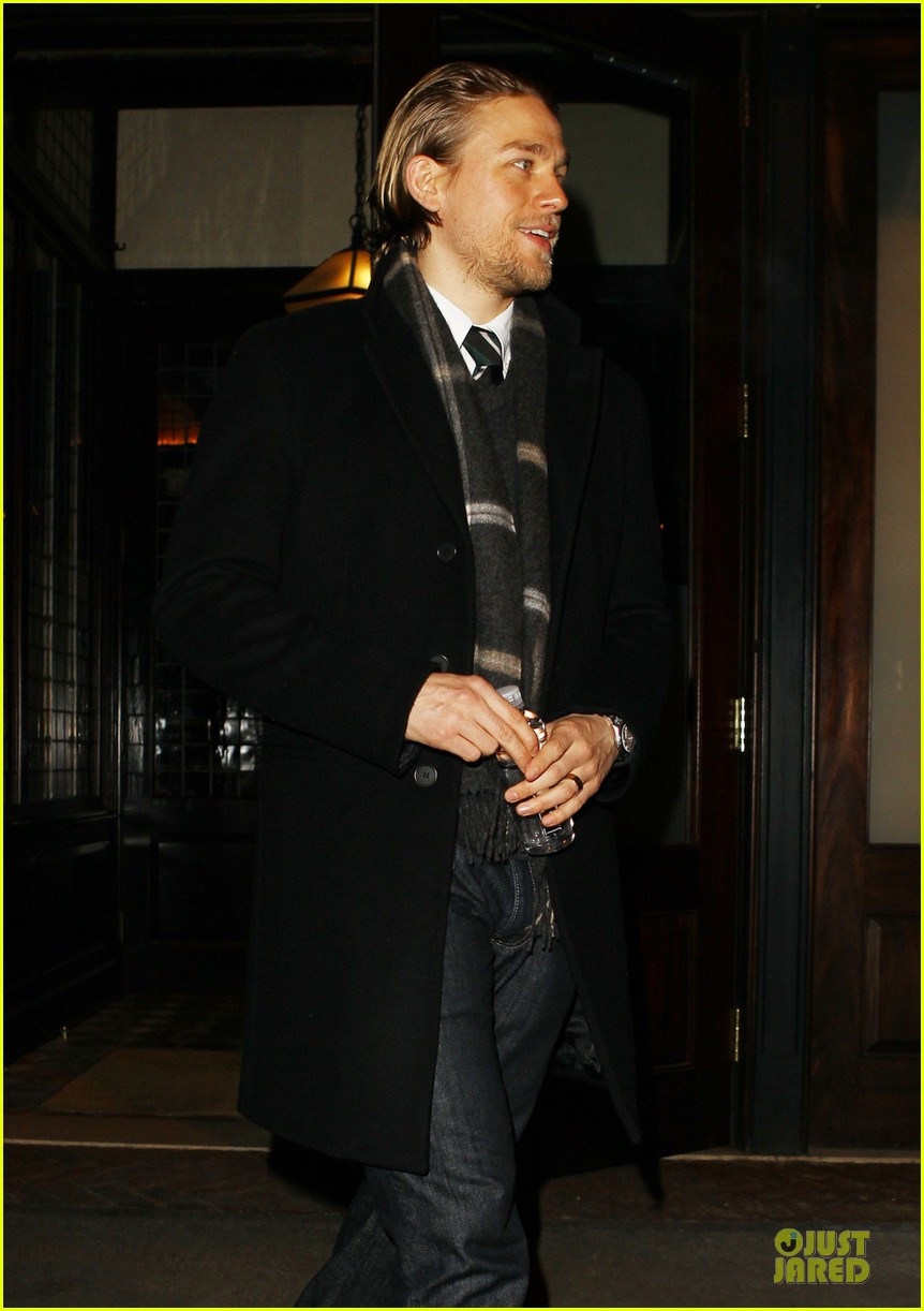 charlie hunnam braves the cold in new york city 063043119