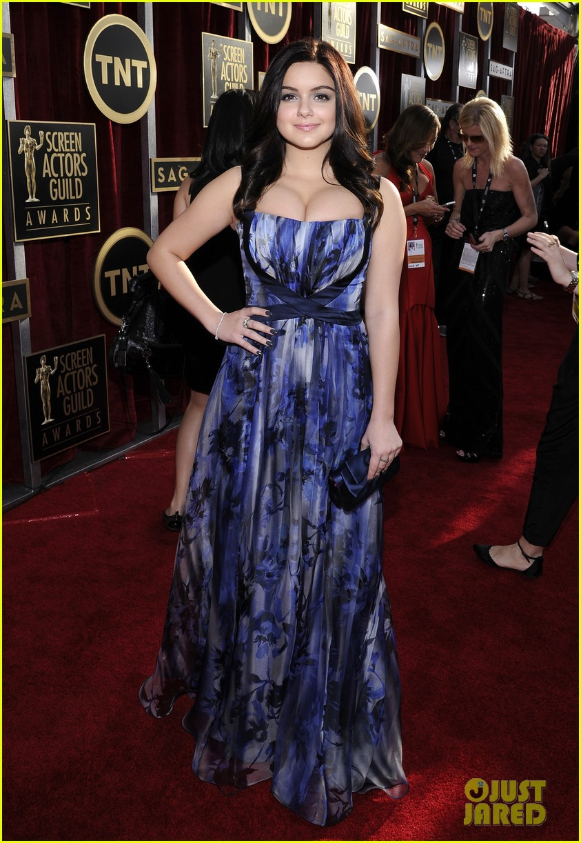 sarah hyland ariel winter sag awards 2014 red carpet 063034593