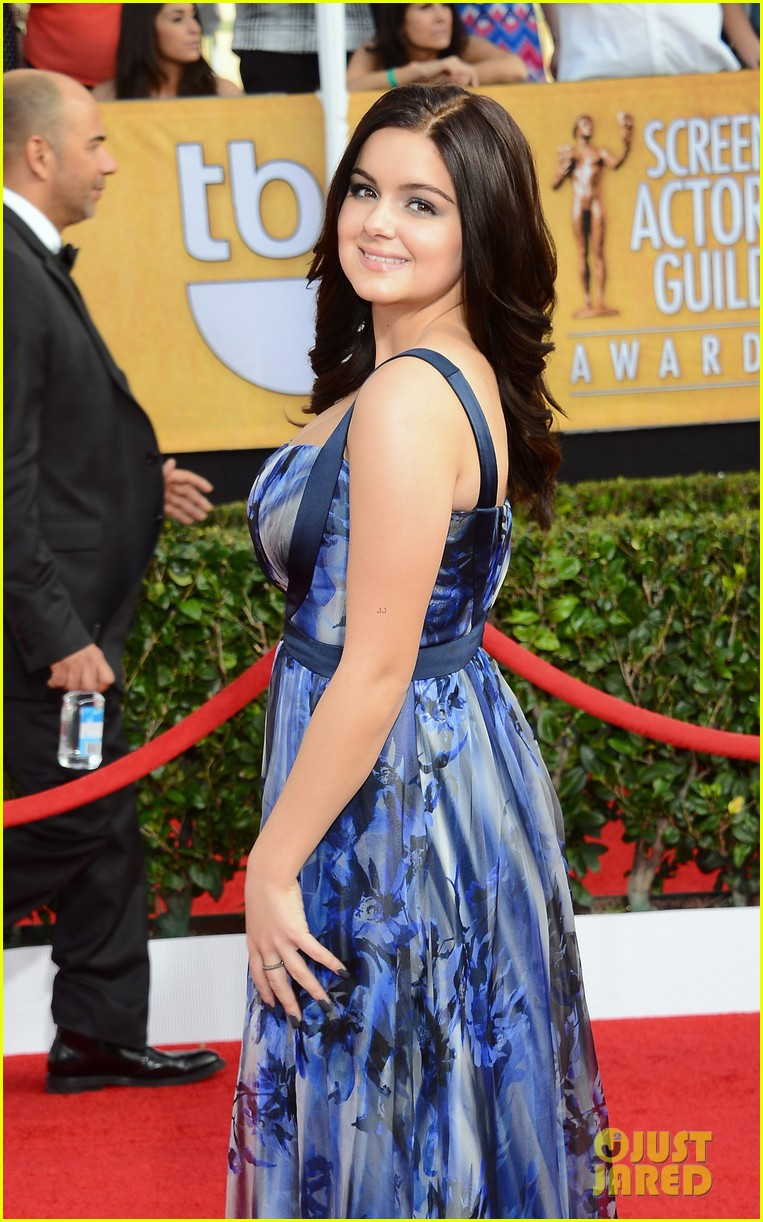 sarah hyland ariel winter sag awards 2014 red carpet 123034599