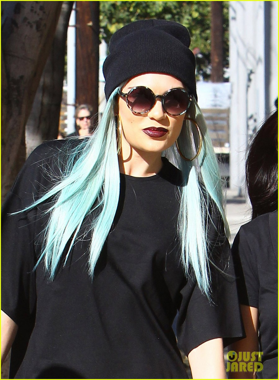 jessie j rocks blue hair while spending time in la 023032514