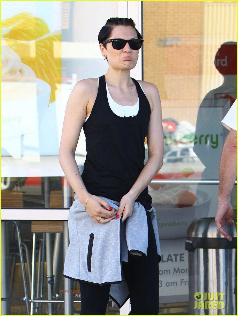jessie j rocks blue hair while spending time in la 033032515