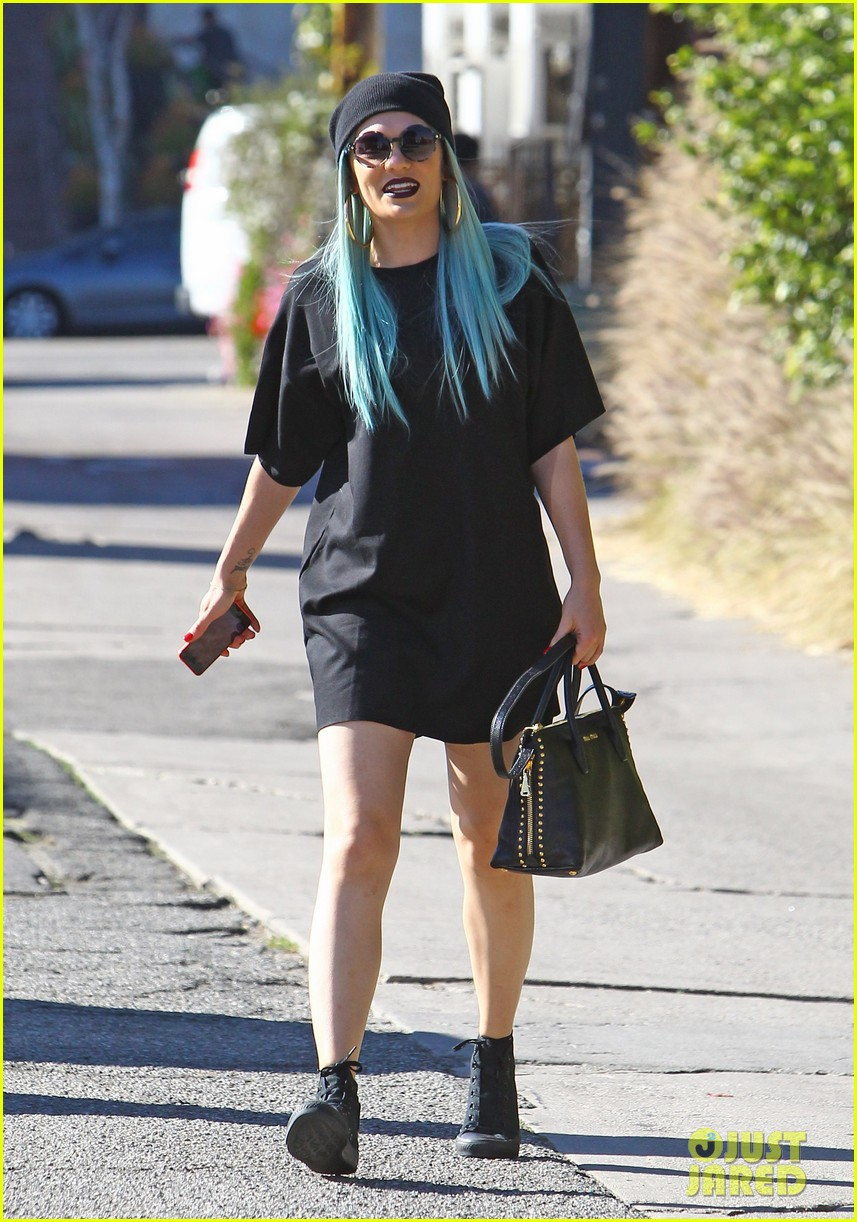 jessie j rocks blue hair while spending time in la 14