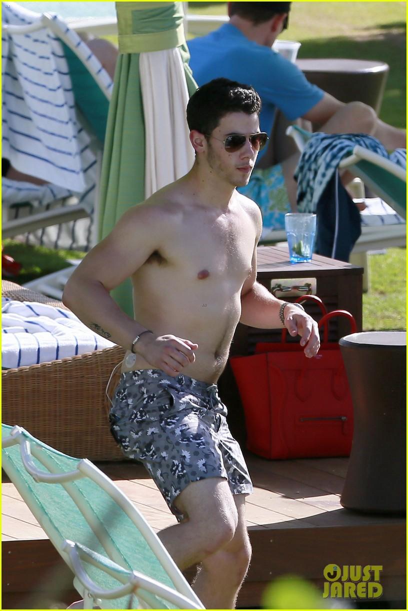 joe nick jonas shirtless beach brothers in hawaii 023024916