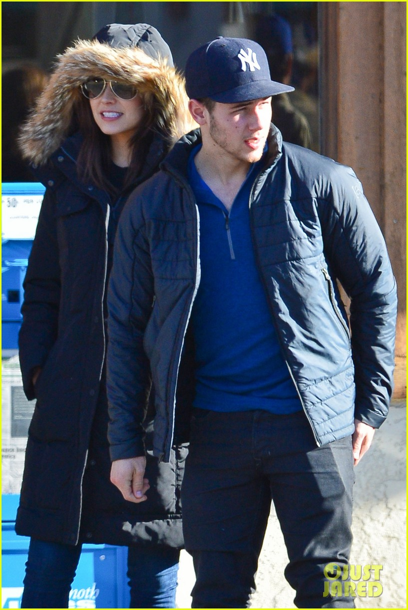 nick jonas olivia culpo hold hands in chilly mammoth 02