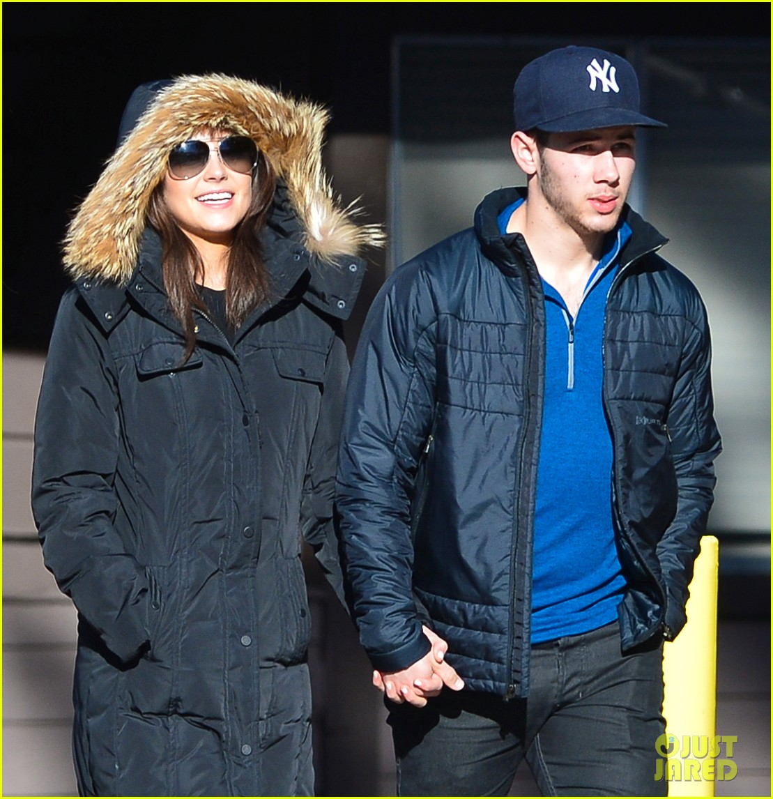 nick jonas olivia culpo hold hands in chilly mammoth 083021534