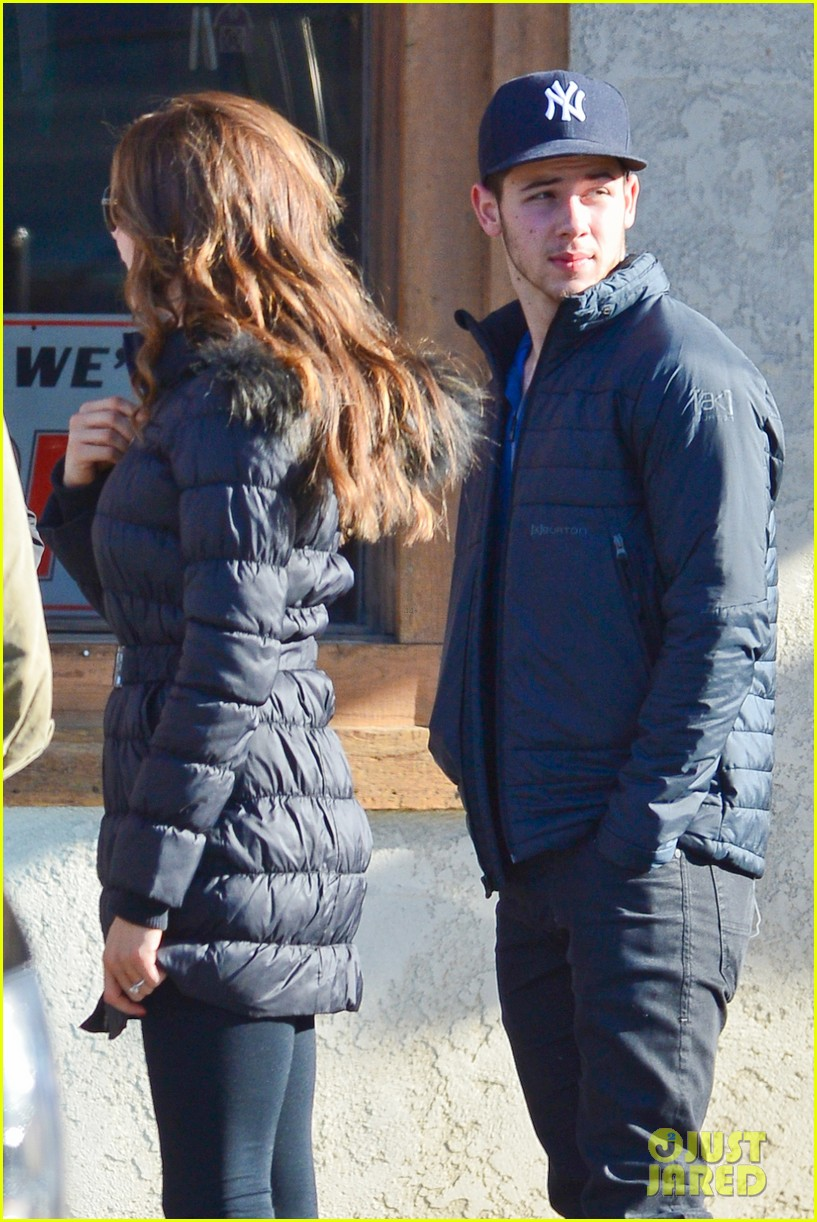 nick jonas olivia culpo hold hands in chilly mammoth 123021538