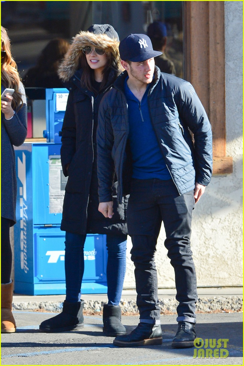 nick jonas olivia culpo hold hands in chilly mammoth 183021544