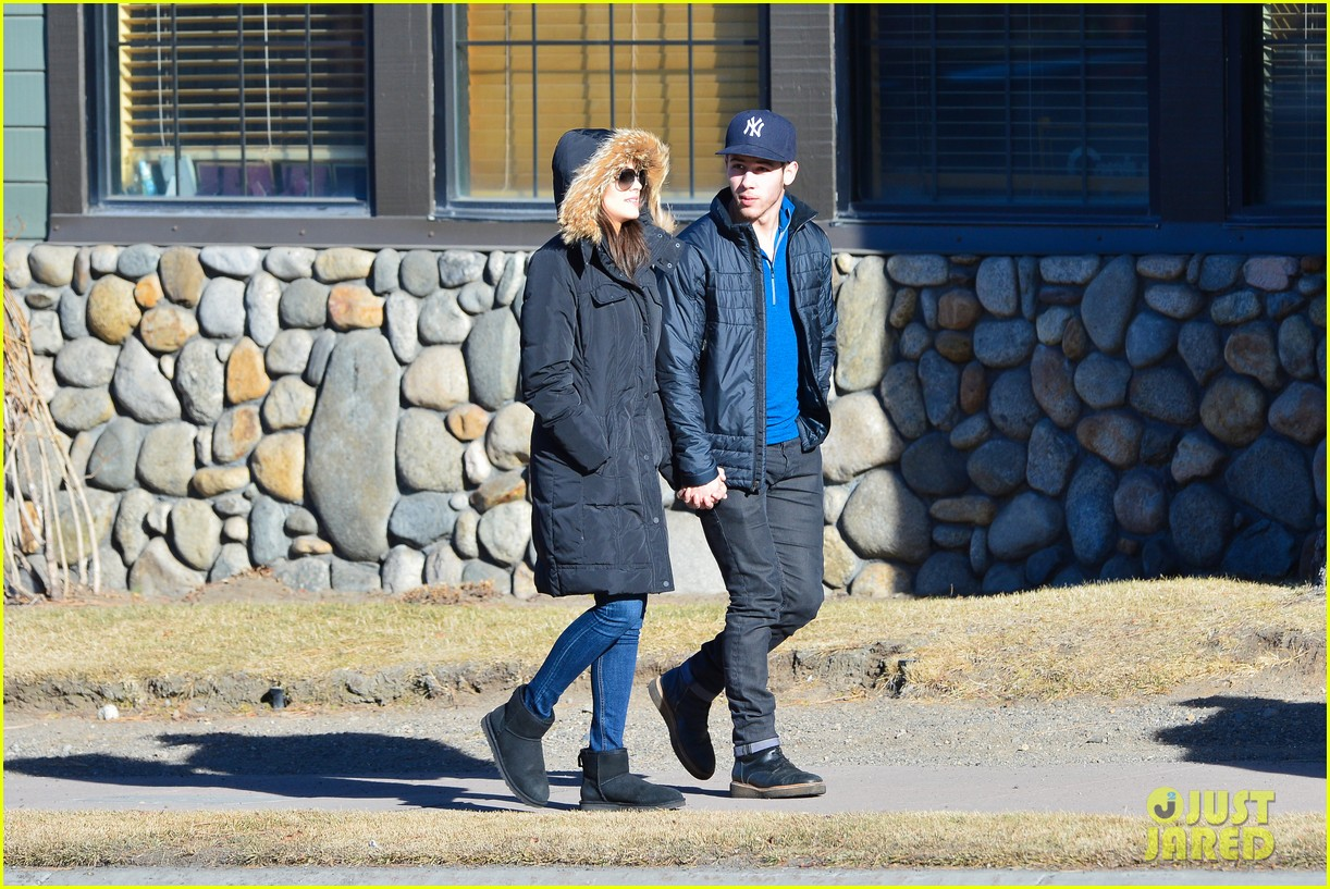 nick jonas olivia culpo hold hands in chilly mammoth 193021545