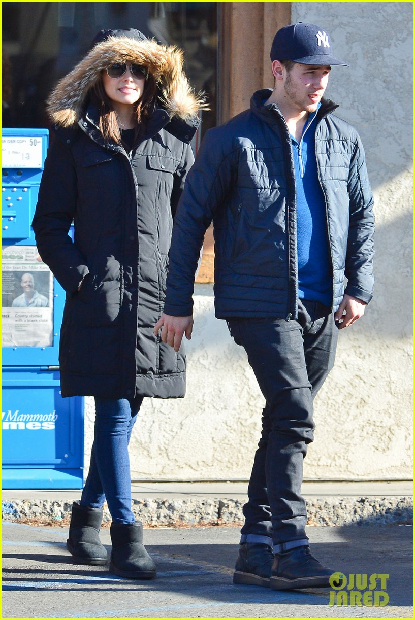 nick jonas olivia culpo hold hands in chilly mammoth 22