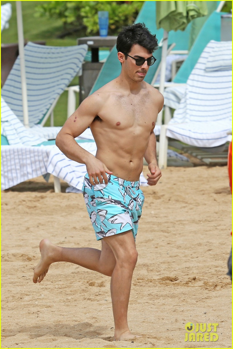 joe jonas shirtless beach frisbee player in hawaii 043023729