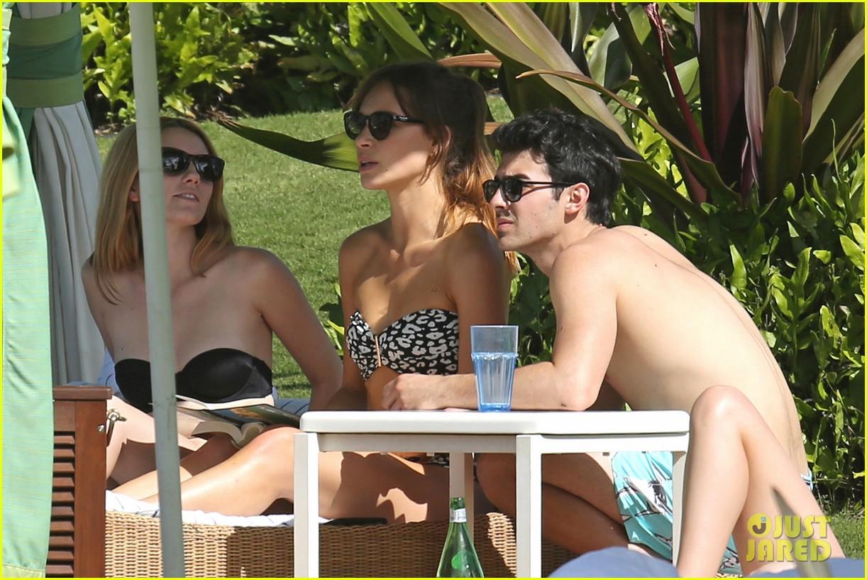 joe jonas shirtless beach frisbee player in hawaii 063023731