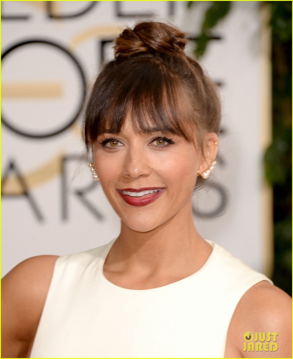 rashida jones golden globes 2014 red carpet 02