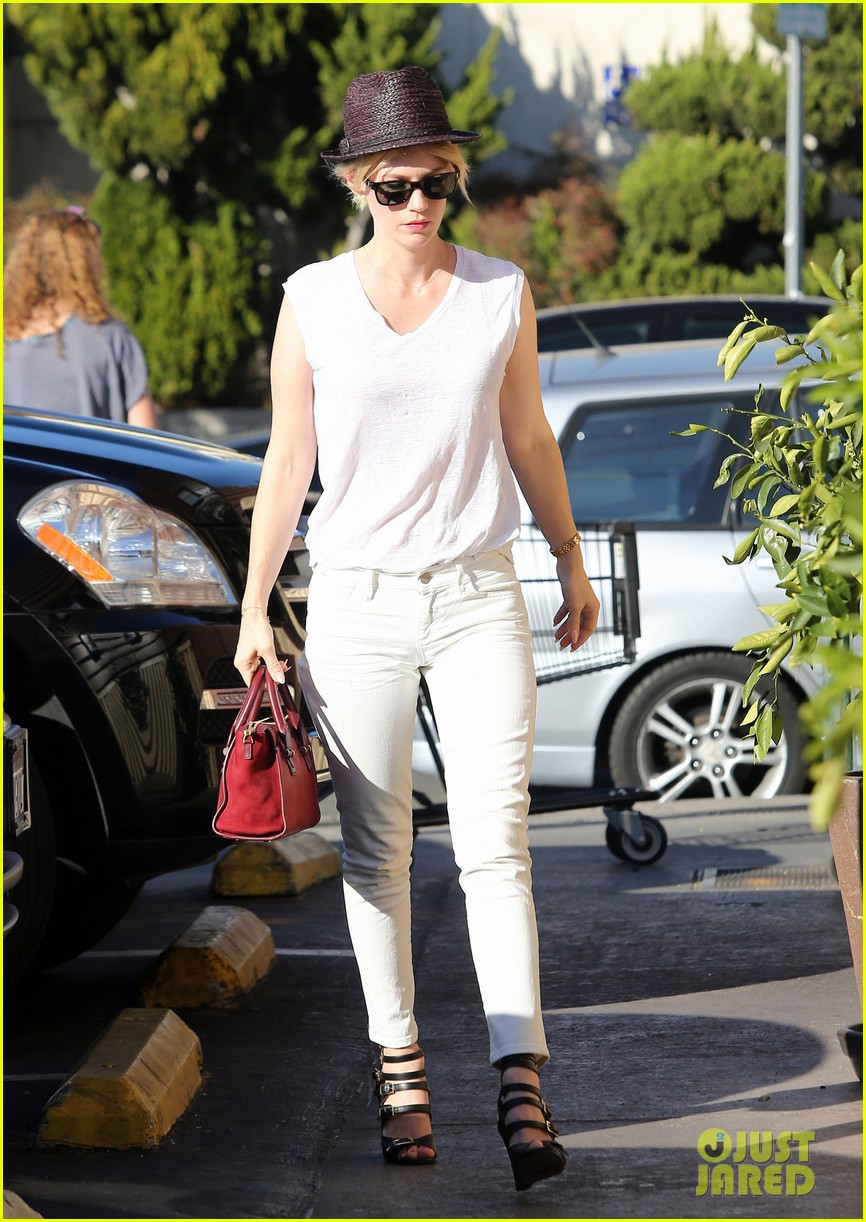 january jones vision in white for shopping trip 013032596