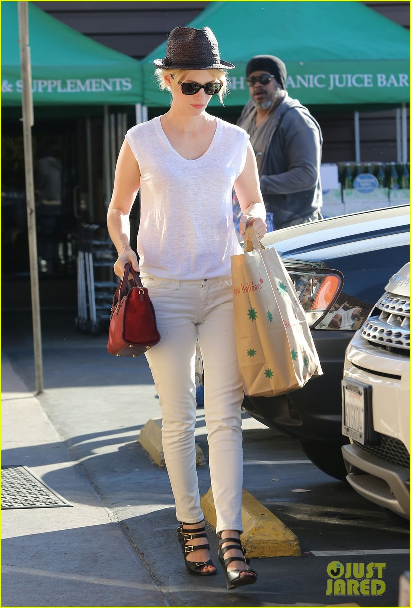 january jones vision in white for shopping trip 033032598
