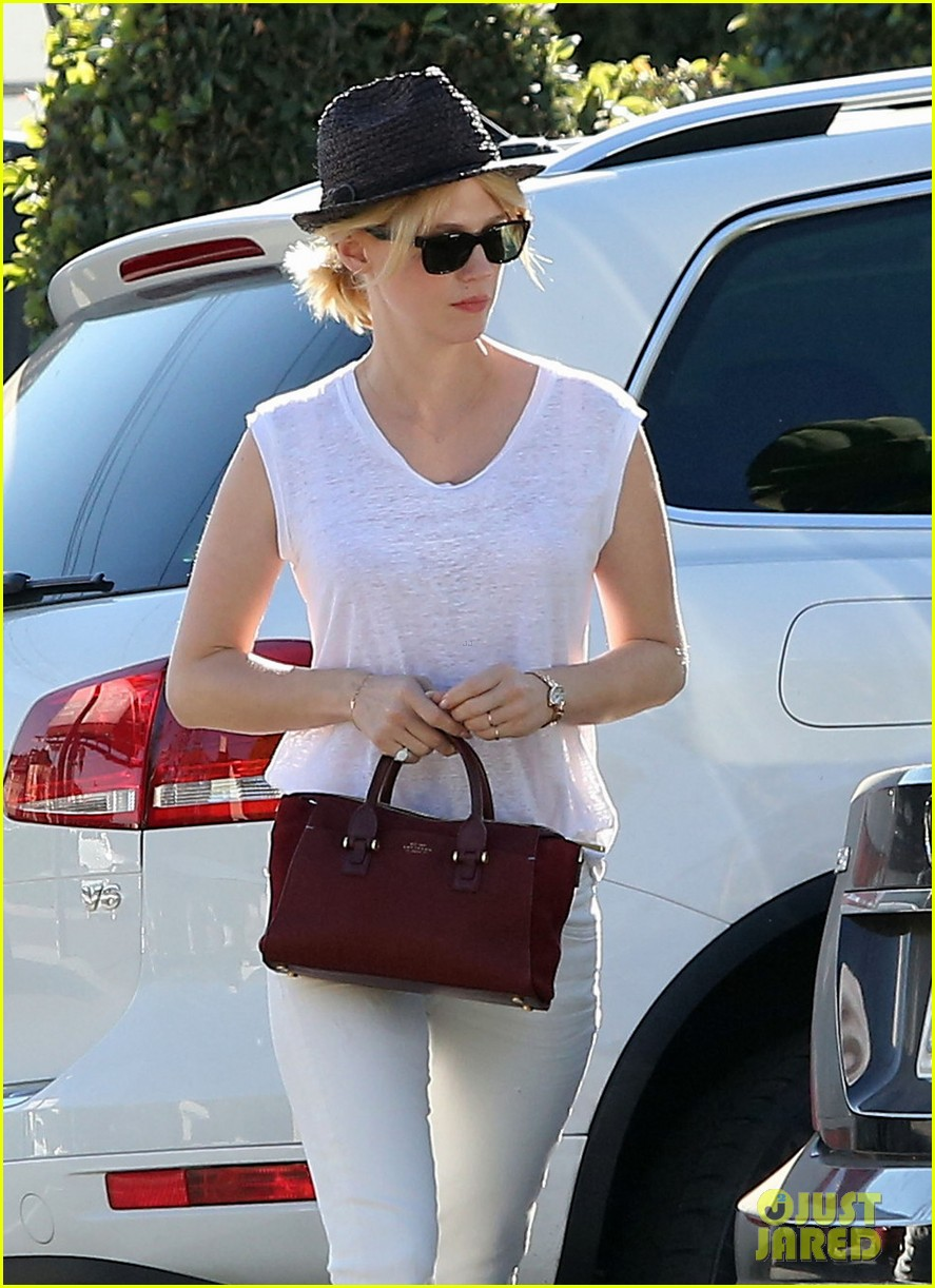 january jones vision in white for shopping trip 093032604