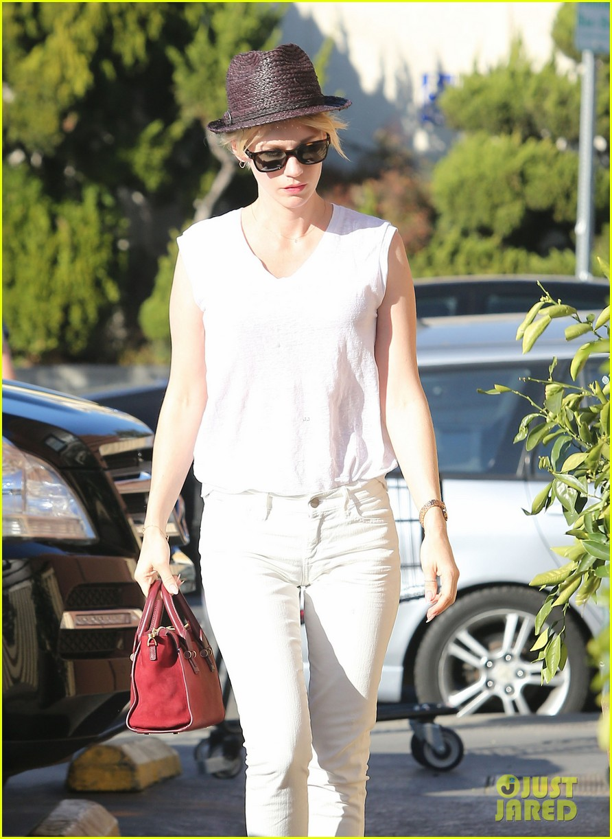 january jones vision in white for shopping trip 103032605