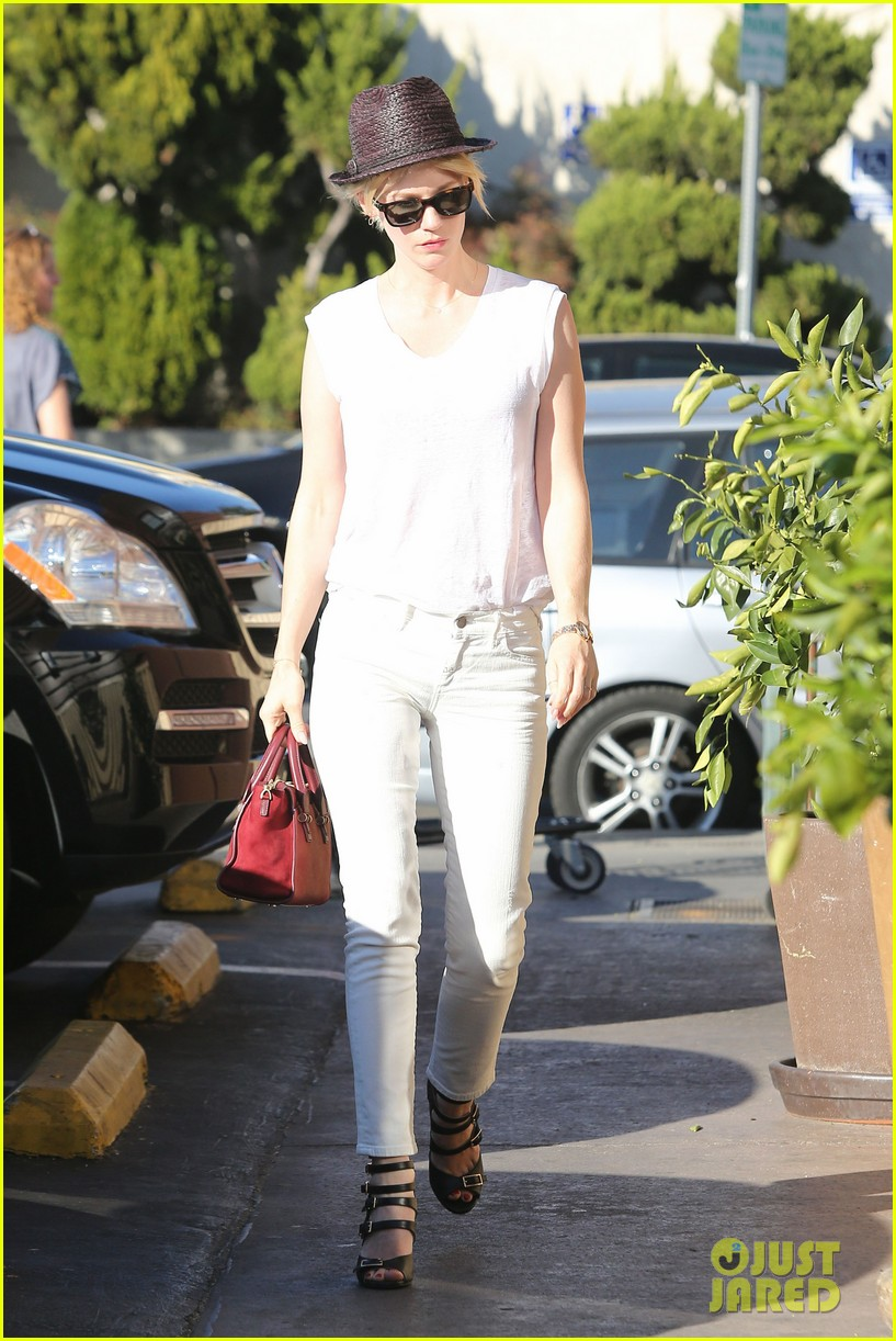 january jones vision in white for shopping trip 113032606