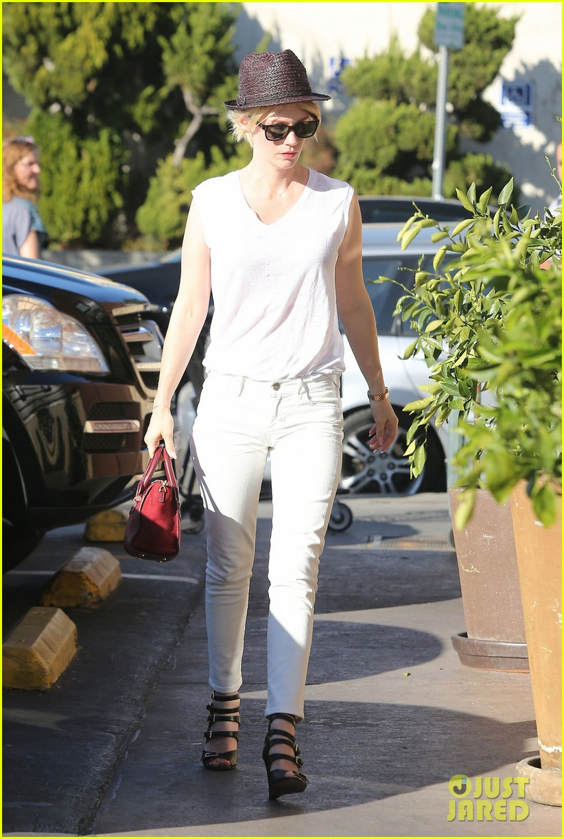 january jones vision in white for shopping trip 123032607