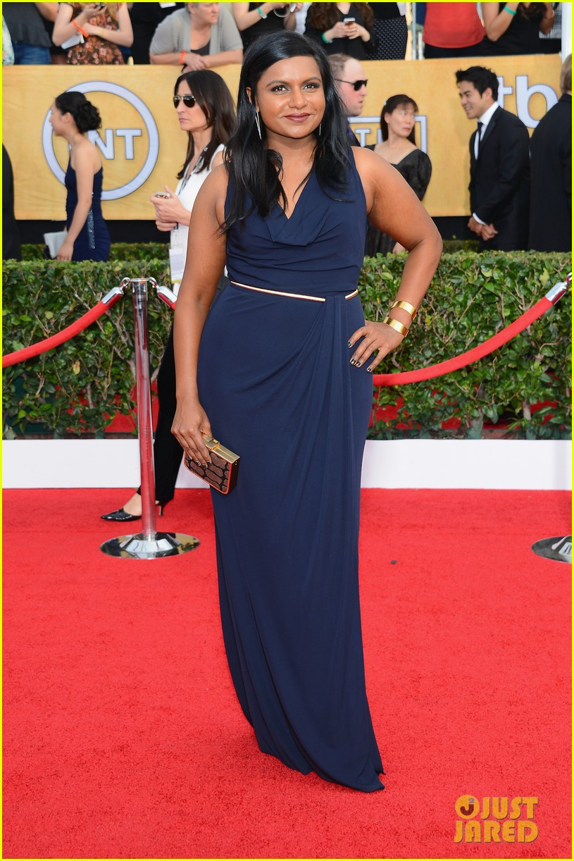 mindy kaling hannah simone sag awards 2014 red carpet 033034935