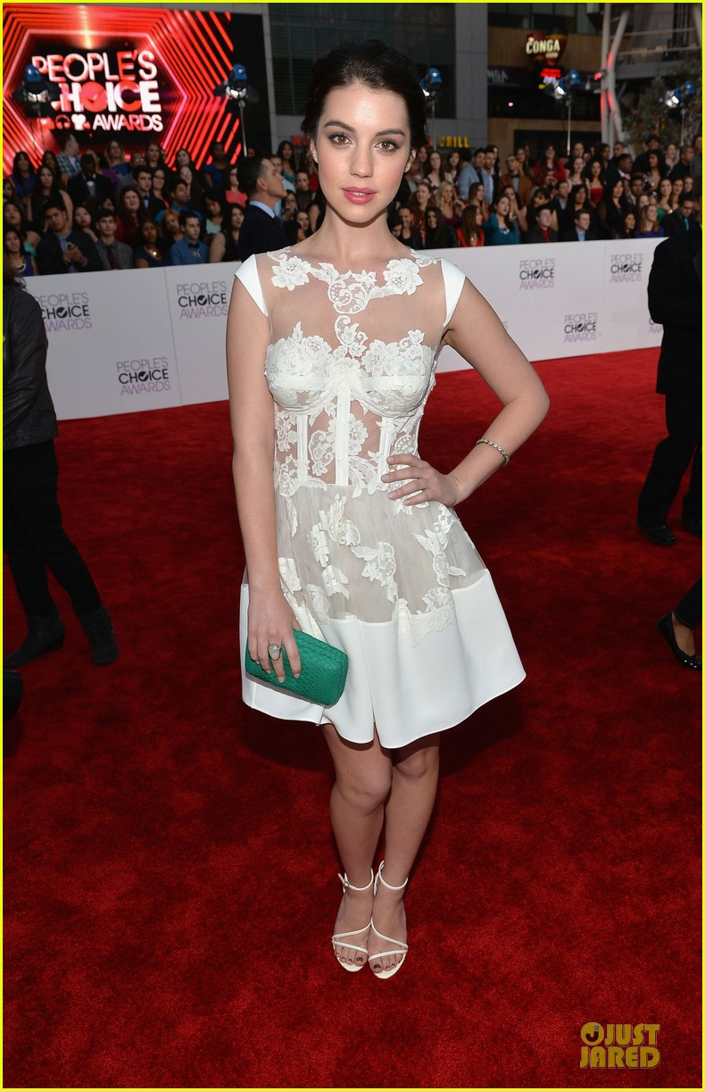 adelaide kane people choice awards 2014 red carpet 06