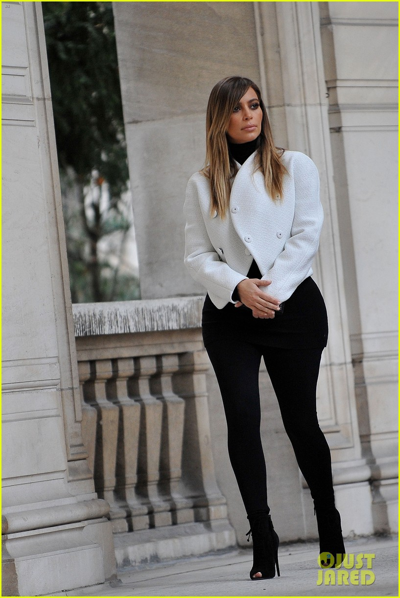 kim kardashian paris museum visits with azzedine alaia 083036944