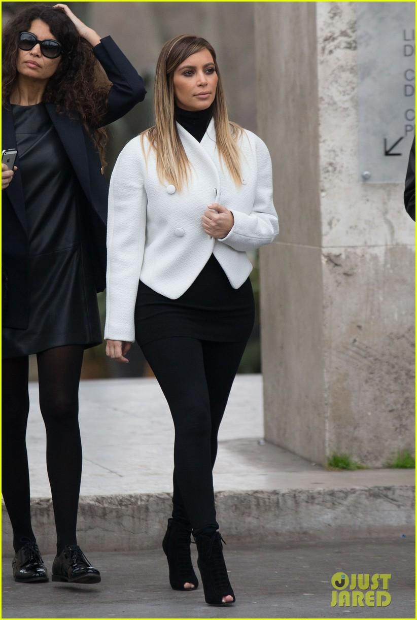 kim kardashian paris museum visits with azzedine alaia 113036947