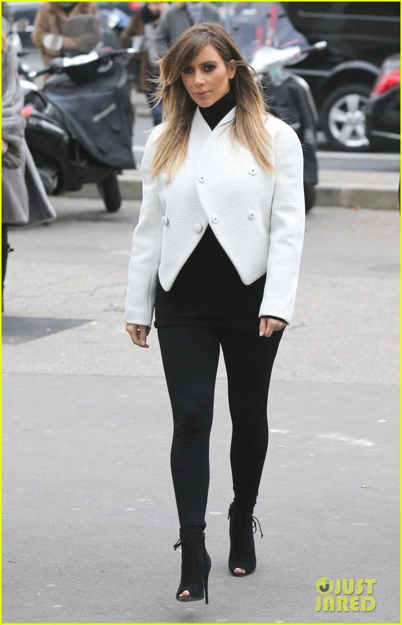 kim kardashian paris museum visits with azzedine alaia 13