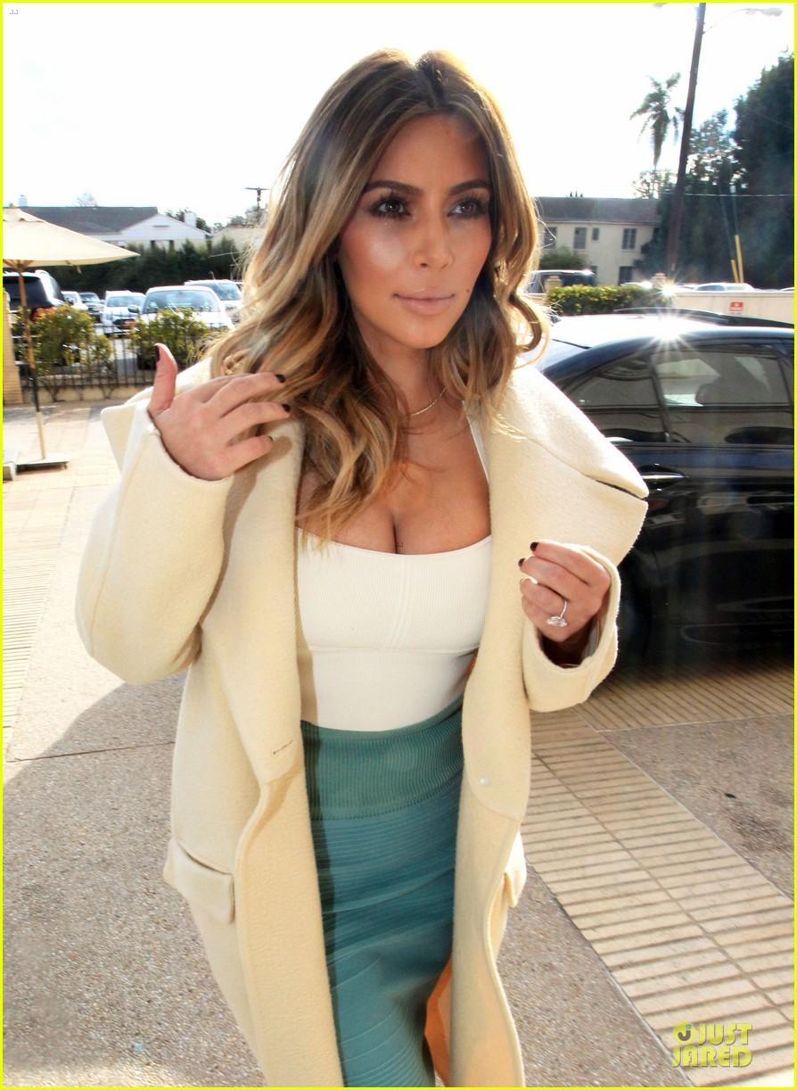kim kardashian bares cleavage for barneys shopping trip 023023989