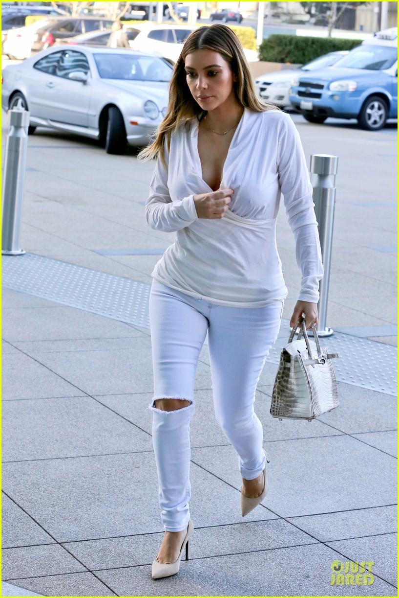 kim kardashian responds to photoshop rumors on twitter 013027407