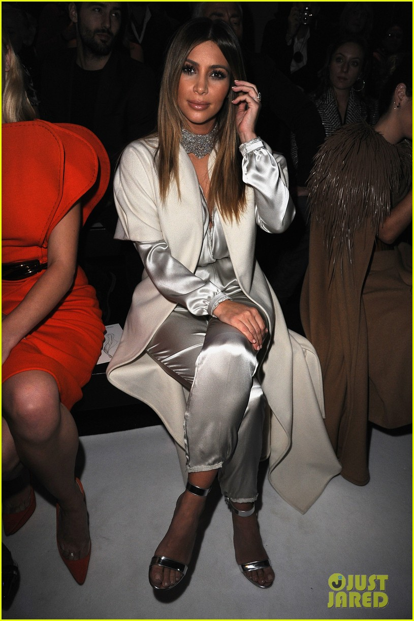 kim kardashian stephane roland fashion show 053037089