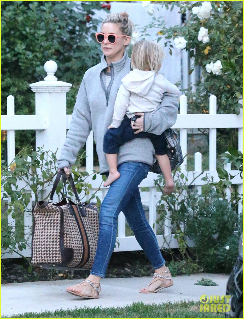 kate hudson family day brother oliver house 123022969