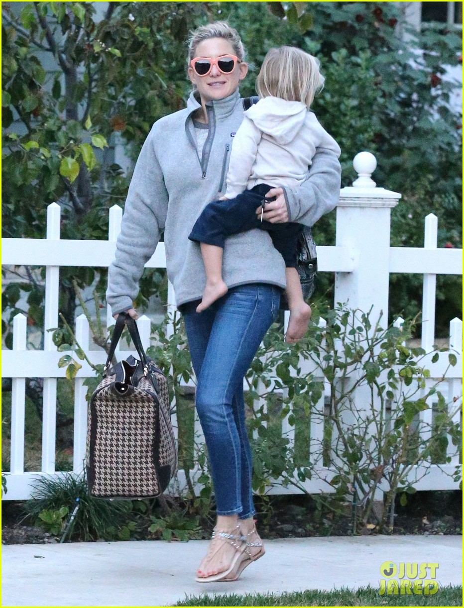 kate hudson family day brother oliver house 143022971