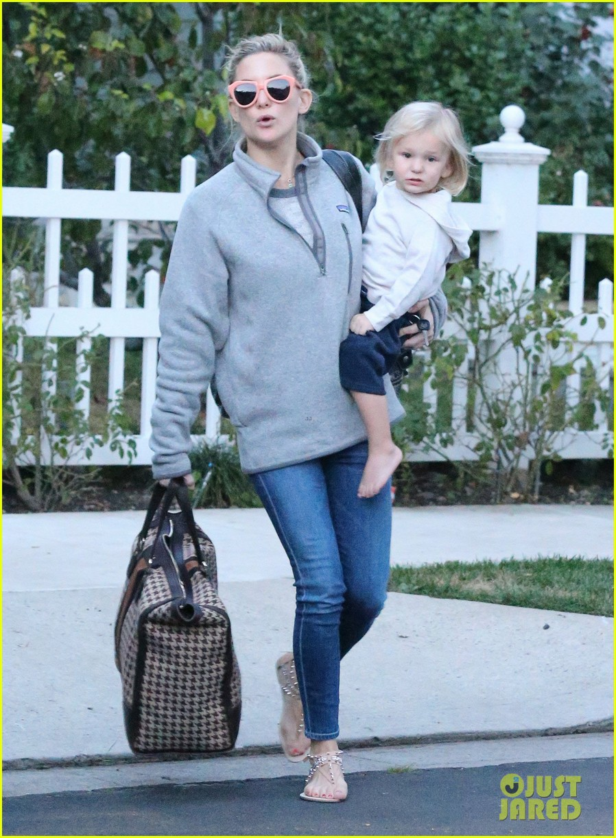 kate hudson family day brother oliver house 173022974