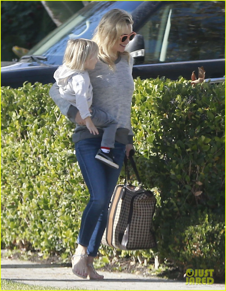 kate hudson family day brother oliver house 19