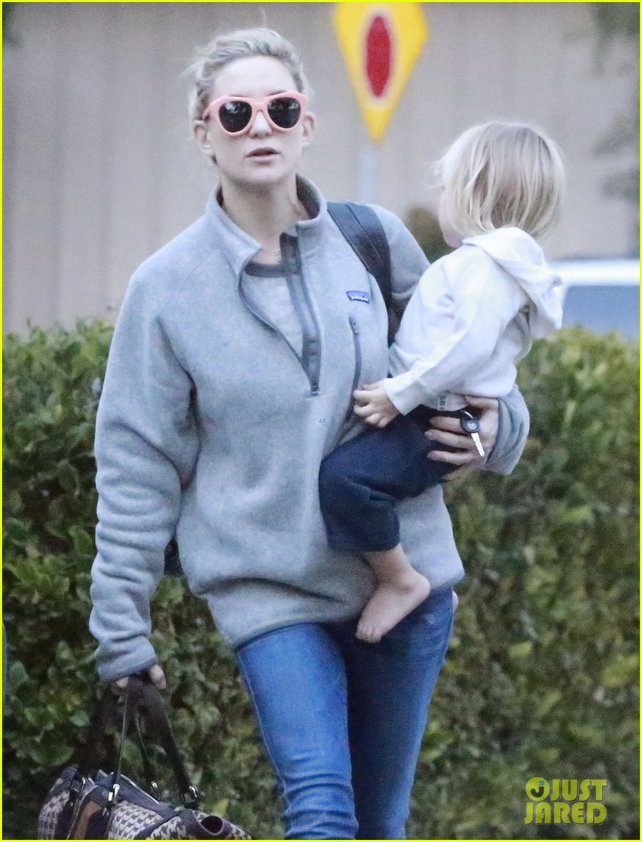 kate hudson family day brother oliver house 203022977