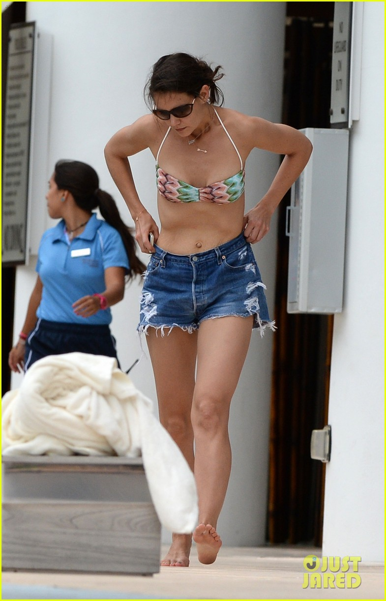 katie holmes continues pollside bikini vacation with suri 093021061
