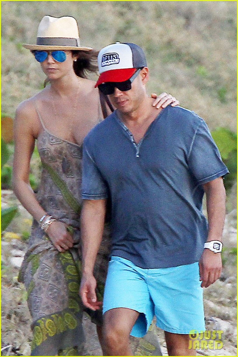 stacy keibler st barts stroll with boyfriend jared pobre 02