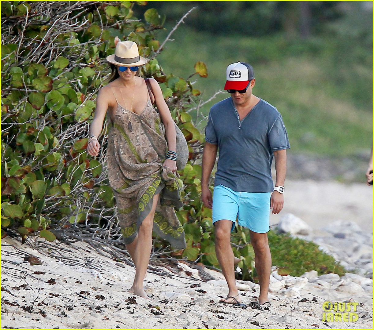 stacy keibler st barts stroll with boyfriend jared pobre 033023788