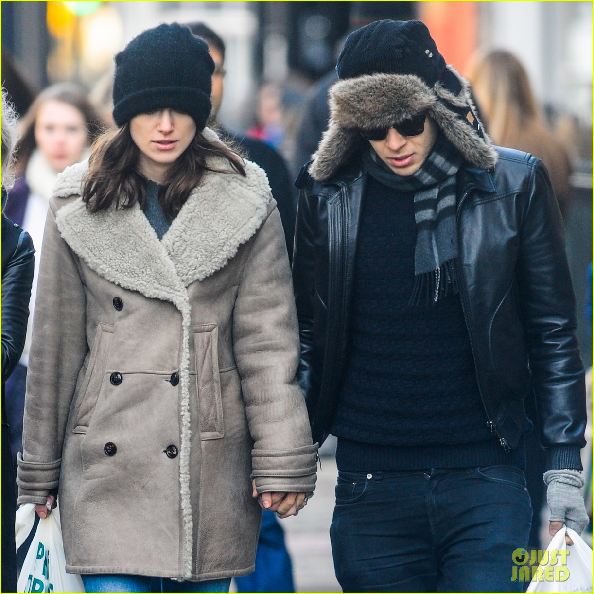 keira knightley james righton walk hand in hand for shopping trip 023031193